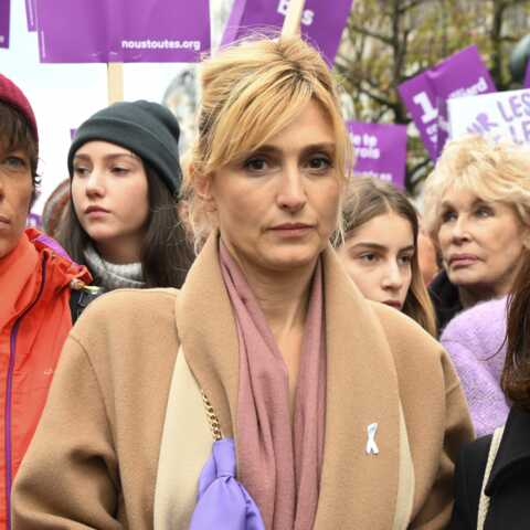 PHOTOS – Julie Gayet engagée: elle donne de sa personne pour dénoncer les violences faites aux femmes