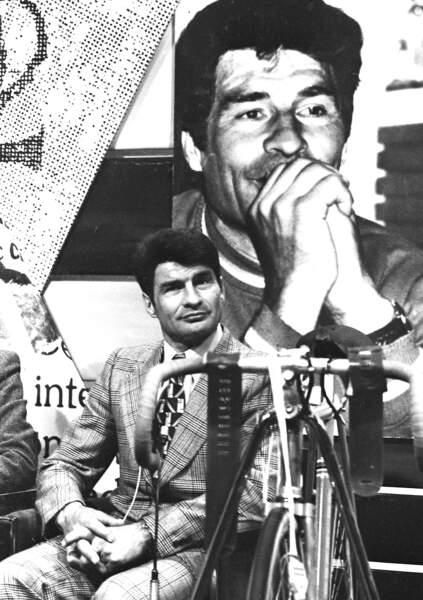 """Raymond Poulidor, coureur cycliste est décédé à 93 ans le 13 novembre. Surnommé """"Poupou"""", il avait remporté 189 victoires cyclistes et était monté huit fois sur le podium du Tour du France."""
