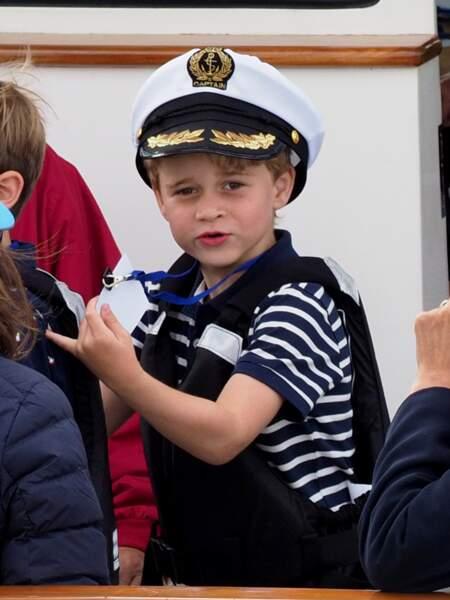 Le prince George et sa soeur Charlotte sont régulièrement gardés par Carole et Michael Middleton.