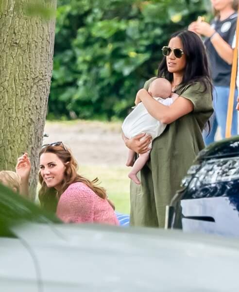 Rare apparition de Kate Middleton et Meghan Markle avec leurs enfants, lors d'un match de polo opposant les princes William et Harry, dans le Berkshire, le 10 juillet 2019.