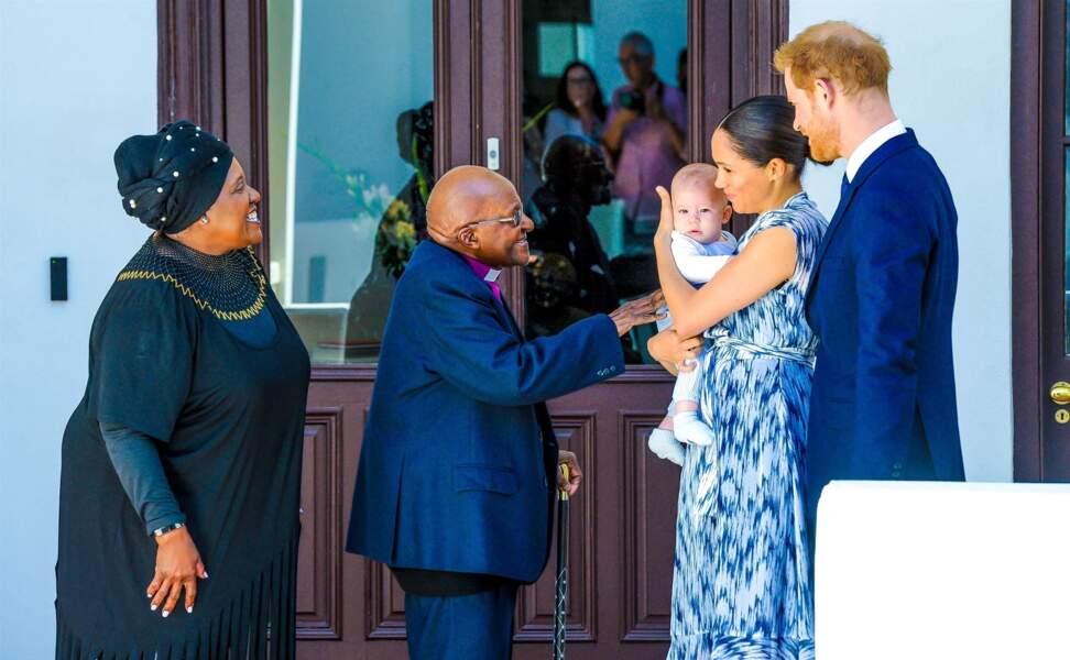 Le prince Harry et Meghan Markle présentant leur fils Archie à l'archevêque Desmond Tutu à Cape Town, en Afrique du Sud, le 25 septembre 2019.