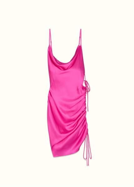 La robe rose FENTY de Rihanna a inspiré toutes les it-girls cet été.