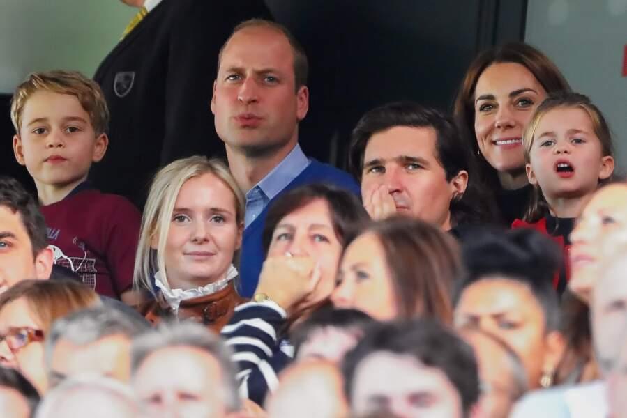 Le prince William et Kate Middleton, avec leurs aînés George et Charlotte, lors du match de foot opposant les équipes de Norwich City et Aston Villa, à Norwich, le 5 octobre 2019.