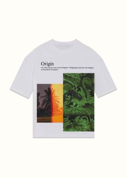 """T-shirt oversize en jersey couleur Coco White et imprimé collage """"Immigrant"""", 190 €, FENTY."""