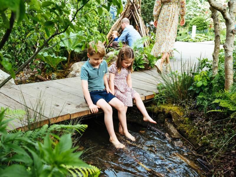 Kate Middleton affirme avoir dessiné son jardin pour le Chelsea Flower Show en pensant à ses enfants. George et Charlotte ont d'ailleurs contribué à sa scénographie, en ramassant des branchages.