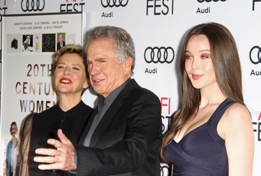 Annette Bening et son époux Warren Beatty sont en compagnie de leur fille à Hoollywood. La jeune fille avait participé en 2016 au bal des débutantes.