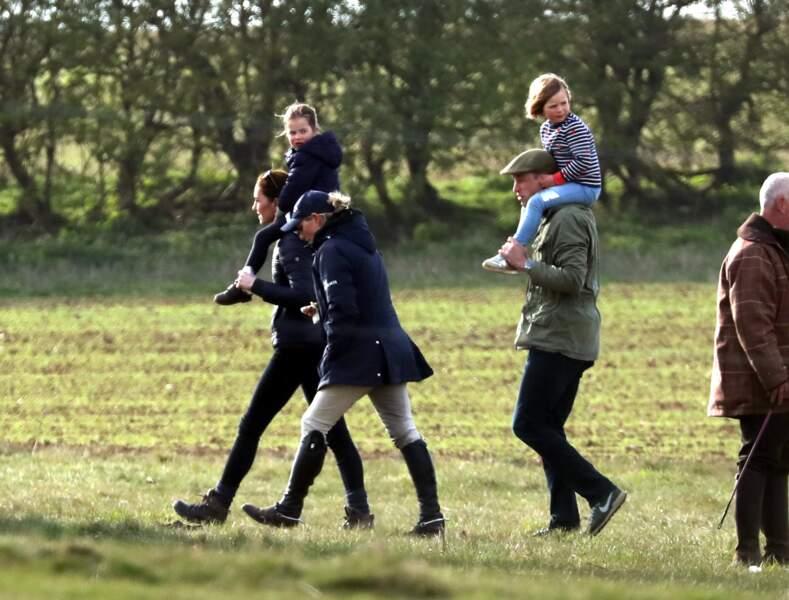 Le prince William et Kate Middleton sont très proches de Zara et Mike Tindall, également jeunes parents. George et Charlotte adorent retrouver leur cousine Mia, âgée de 5 ans en avril 2019.