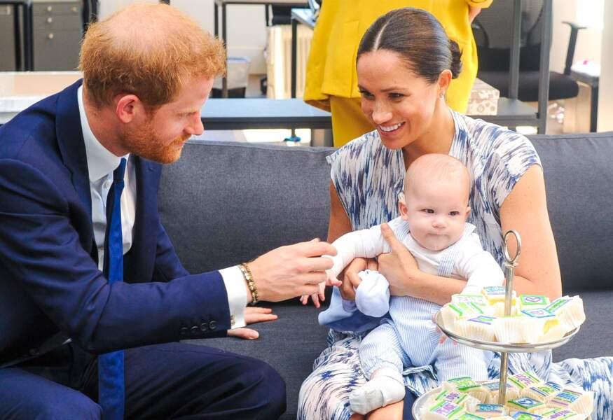Durant le séjour des Sussex en Afrique, le prince Harry a glissé quelques confidences : on a ainsi appris qu'Archie s'endormait sur son torse tous les soirs.