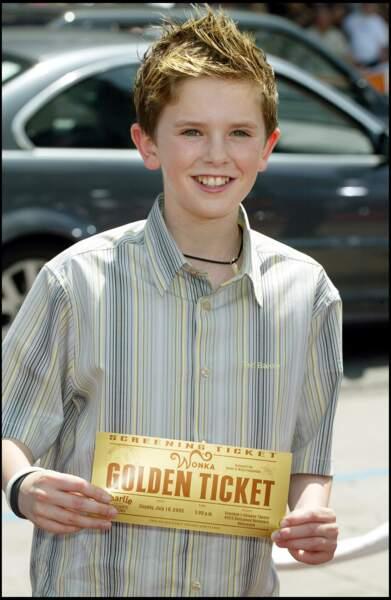 La réputation du jeune Freddie Highmore n'est plus à faire. Il a joué dans la série Jack et le Haricot magique en 2001 et révélé à l'âge de 12 ans. Grâce aux films Neverland et Charlie et la Chocolaterie, l'acteur devient très réputé.