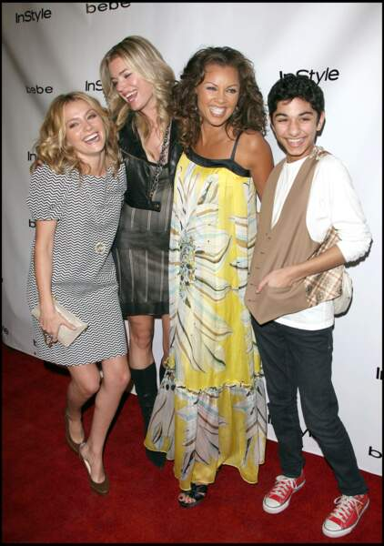 Mark Indelicato aux côtés de Becki Newton,Rebecca Romijn et vanessa Williams à Beverly Hills. Il jouait Justin Suarez dans Ugly Betty.