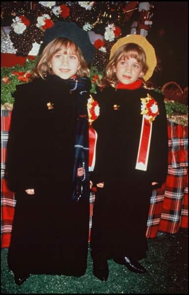 Mary-Kate et Ashley Olsen en 1993. Les deux blondes ont bercé notre enfance avec la série La fête à la maison et sont toute deux devenues des icônes.