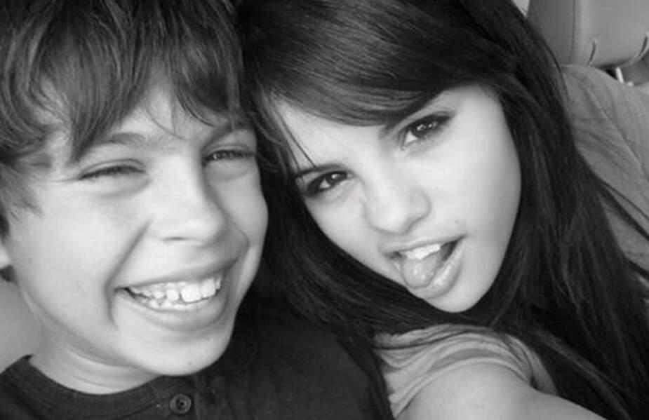 Jake T. Austin jouait Max Russo dans les années 2000 aux côtés de Selena Gomez.
