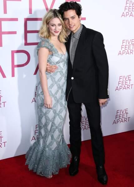Cole Sprouse est aujourd'hui très connu. Il joue l'un des rôles principaux de la série Riverdale et est en couple avec la jolie Lili Reinhart. Il a également joué le rôle de Ben, le fils de Ross Geller dans la célèbre série Friends.