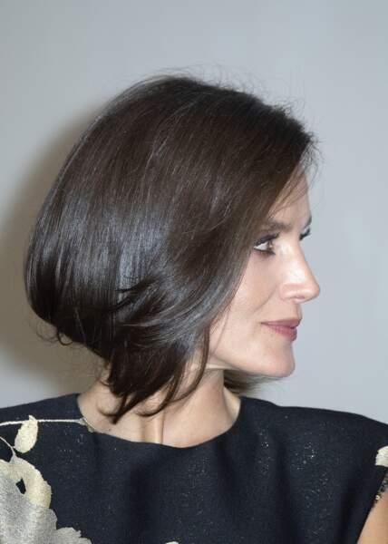 La reine Letizia d'Espagne absolument radieuse avec ses cheveux lisses et ultra brillants et son maquillage chic.