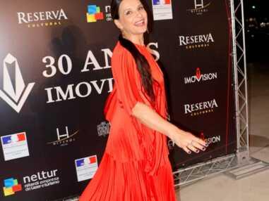 Juliette Binoche renversante dans un ensemble très audacieux sur le tapis rouge à Rio