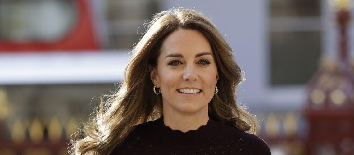 Kate Middleton crée la surprise en osant une robe rouge flashy à 1440 €!