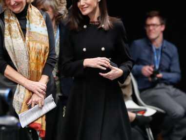 """PHOTOS - Letizia d'Espagne, mèche impeccable et tenue sombre pour un vrai look de """"femme fatale"""""""