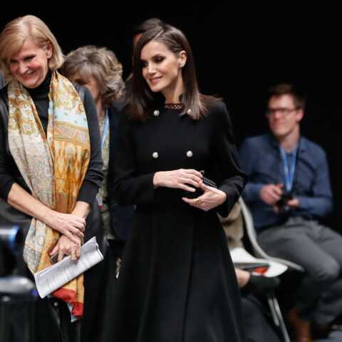 """PHOTOS – Letizia d'Espagne, mèche impeccable et tenue sombre pour un vrai look de """"femme fatale"""""""
