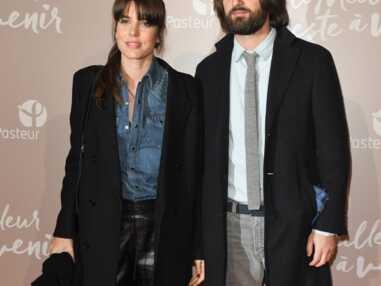 PHOTOS - Charlotte Casiraghi canon en chemise en jean mixée à un pantalon en cuir, grande tendance de cet hiver 2020.