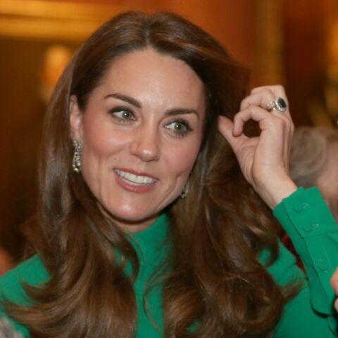 PHOTOS – Kate Middleton ravissante dans une robe vert émeraude Alexander McQueen
