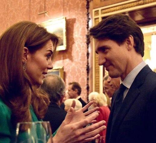 Kate Middleton et Justin Trudeau, en plein échange, lors de la réception donnée à Buckingham pour les 70 ans de l'OTAN, le 3 décembre 2019.