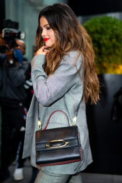 Intemporel, Selena Gomez est accro à The Story Bag de Alexander McQueen.