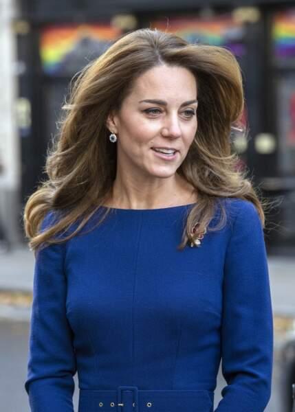 7 novembre 2019 : Kate Middleton plus moderne que jamais avec ses cheveux au vent et son brushing hollywoodien à Londres.