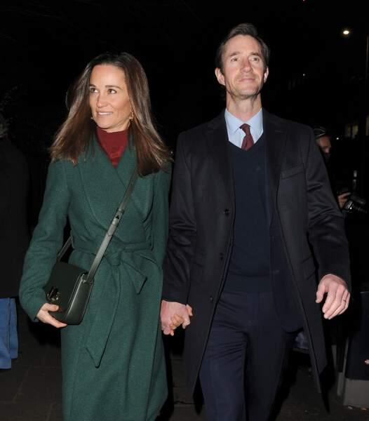 Pippa Middleton et son mari se rendent à l'église Saint-Luke