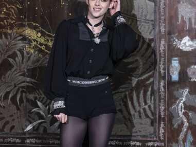 PHOTOS - Kristen Stewart chic et sexy en combishort Chanel