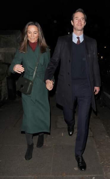 Pippa Middleton avait misé sur des teintes de Noël pour son look du soir