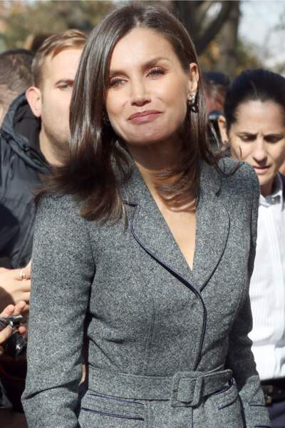 Letizia d'Espagne a fait une apparition très remarquée dans un tailleur gris chiné raffiné.