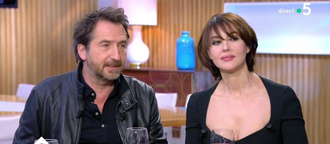 VIDÉO – Monica Bellucci raconte son baiser intense avec Edouard Baer