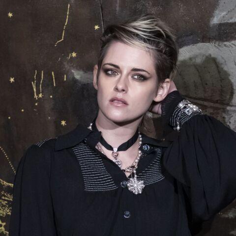 PHOTOS – Kristen Stewart glamour en short court, affiche sa belle complicité avec Lily-Rose Depp