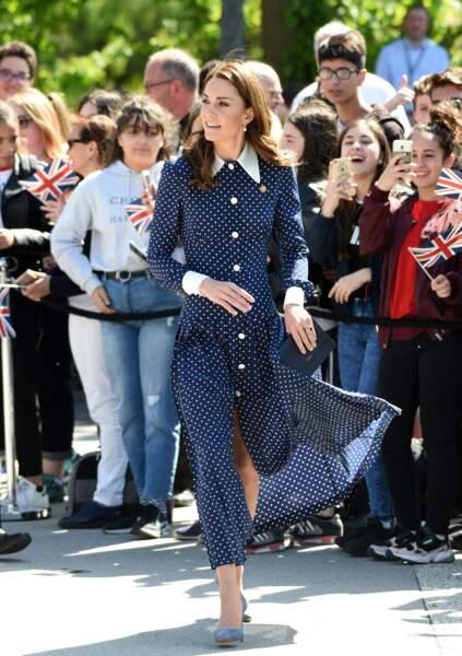 Joli jeu de jambes pour Kate Middleton avec cette robe longue et fluide signée Alessandra Rich, le 14 mai 2019.