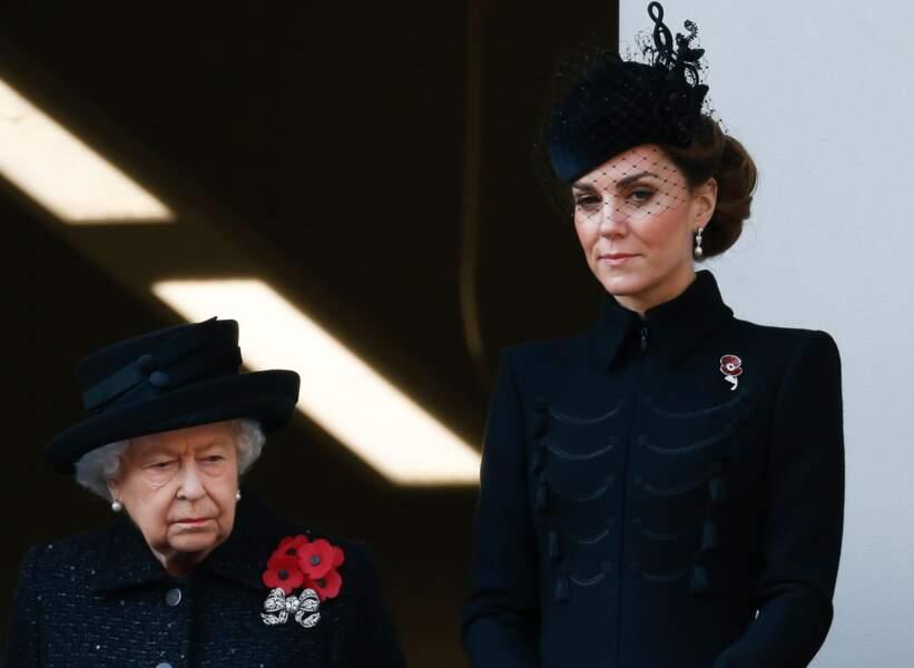 Digne, classe et stylée le 10 novembre 2019 avec la reine pour le Remembrance Day. Kate Middleton endosse son futur rôle de reine sans en faire trop.