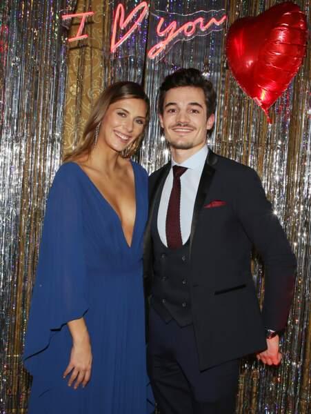 Camille Cerf, Miss France 2015, est avec son compagnon Cyrille. L'ancienne miss et son amoureux kiné aux faux airs d'Orlando Bloom, sont ensemble depuis peu mais ils se connaissent depuis de longues années.