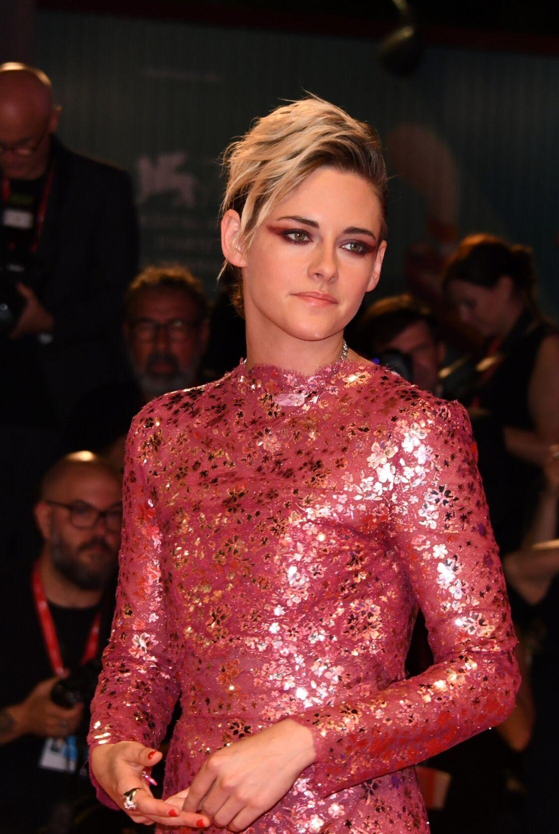 Kristen Stewart aime le maquillage strassé et appuyé, elle déteste la demi-mesure.
