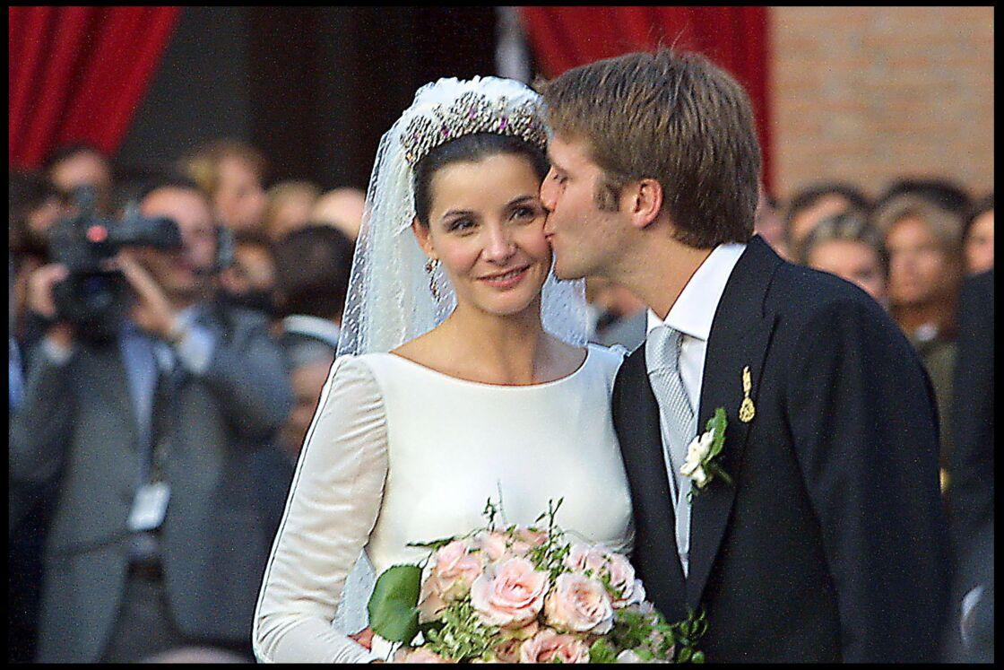 Clotilde Courau et Emmanuel-Philibert de Savoie, tout juste mariés, à Rome, le 25 septembre 2003.