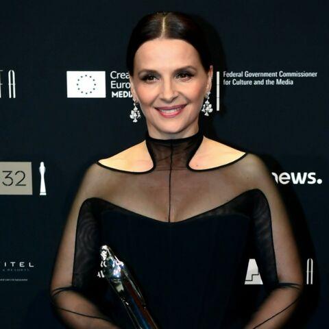 PHOTOS – Juliette Binoche sublime en robe bustier transparente