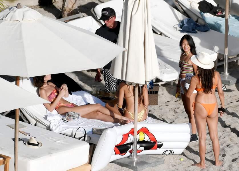 En sortie à la plage avec Laeticia Hallyday, Jade a rencontré Bella Hadid