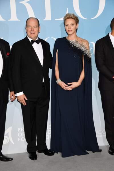 """Charlène de Monaco sublime dans une longue robe cape de la couleur classic blue lors de la 2ème édition du """"Monte-Carlo Gala for the Global Ocean"""" à l'opéra de Monte-Carlo à Monaco."""
