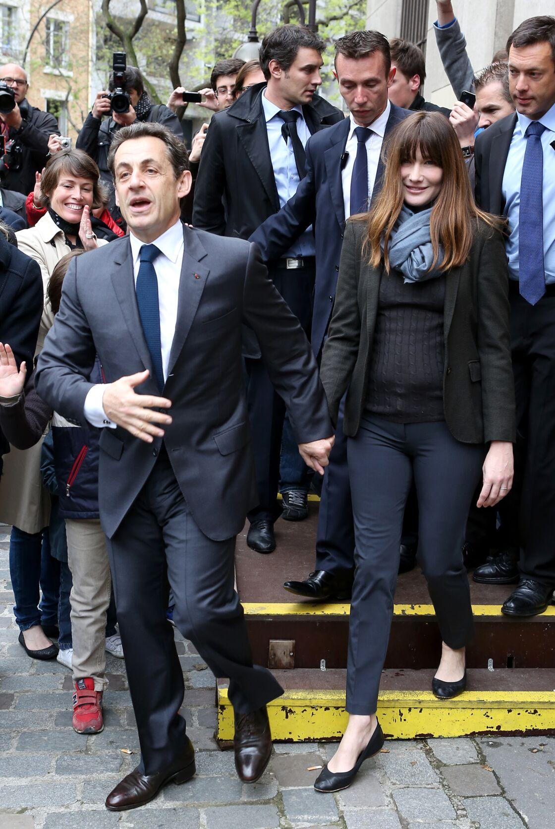 Carla Bruni, après Nicolas Sarkozy, en mai 2012, près de 7 mois après la naissance de leur fille Giulia.