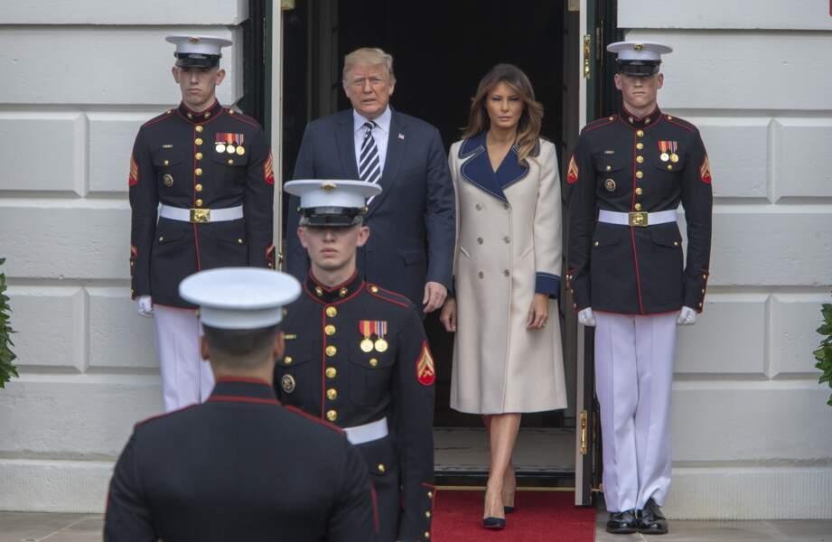 27.Melania Trump resplendissante dans un long manteau Gucci d'une valeur de 2.700 euros pour rencontrer le président de la république polonais à la Maison Blanche le 18 septembre 2018.