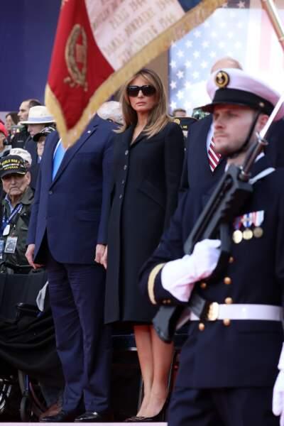 Melania Trump élégante dans un manteau noir à la coupe trapèze signé Dior pour assister au 75ème anniversaire du débarquement, au cimetière américain de Colleville sur Mer, en Normandie, le 6 juin 2019.