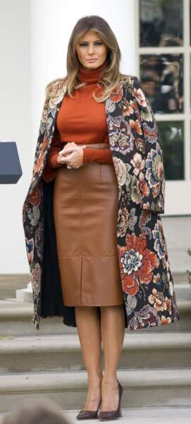 Melania Trump sublime dans un manteau à l'imprimé Jacquard Stella McCartney pour célébrer Thanksgiving à la Maison Blanche, le 20 novembre 2018.