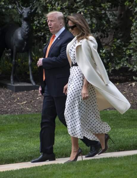 Melania Trump radieuse dans un manteau blanc cassé pour se rendre dans la ville d'Atlanta, le 24 avril 2019.