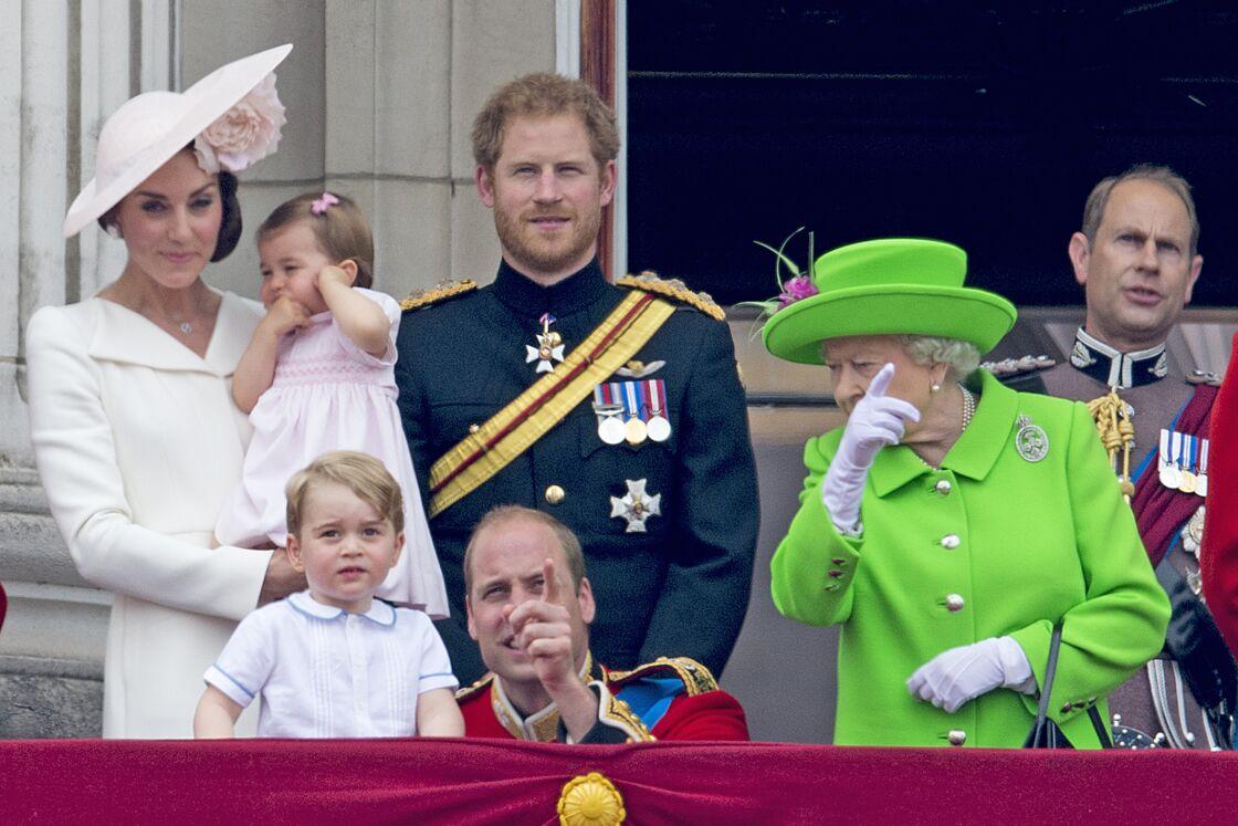 La famille de Cambridge, avec la reine, lors de la parade Trooping The Colour, en juin 2016.
