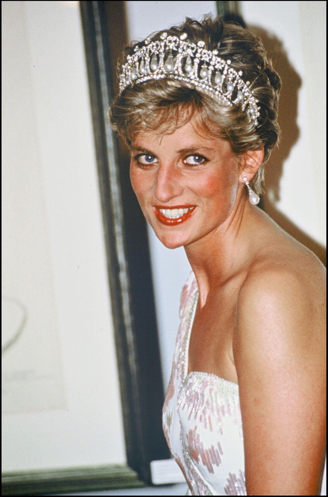 Une des dernières apparitions de Diana avec la tiare Lover's Knot, au Japon, en 1991.