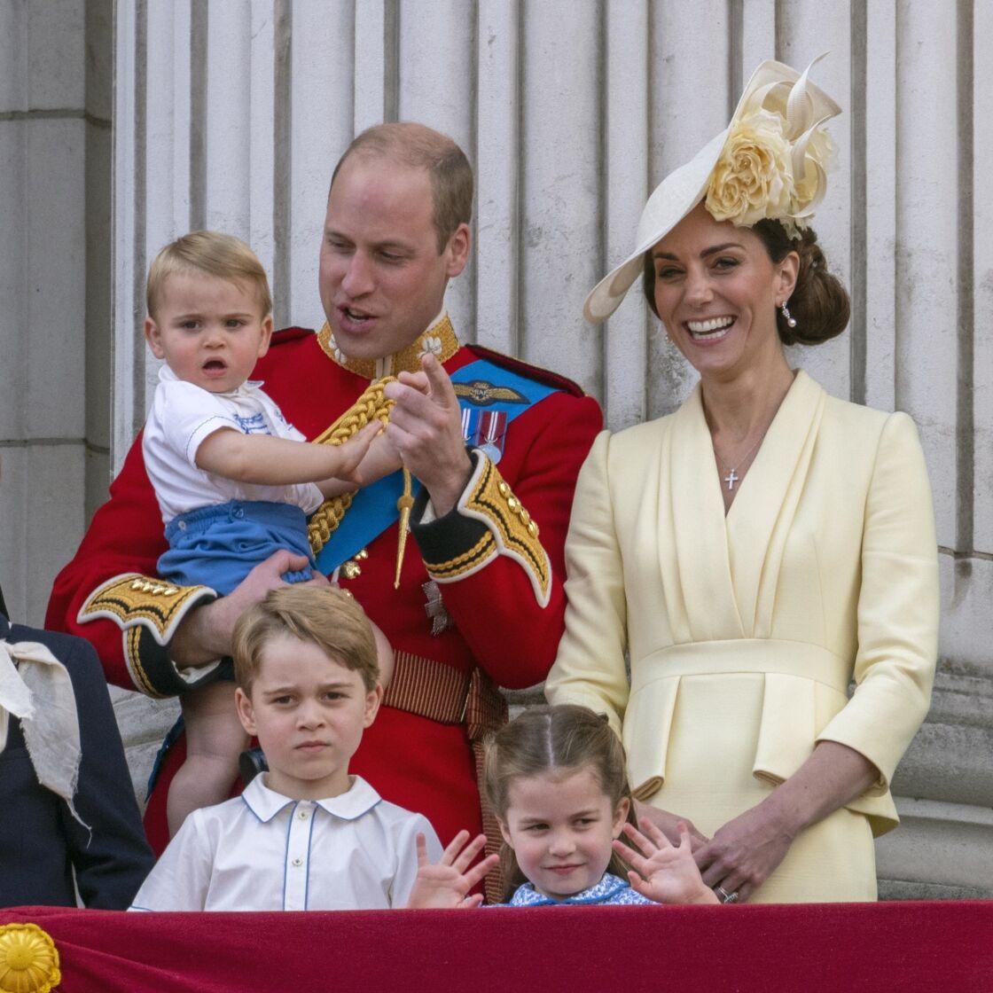 Kate Middleton et le prince William, avec leurs enfants Louis, George et Charlotte, au balcon de Buckingham pour la parade Trooping The Colour, en juin 2019.
