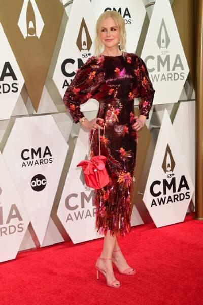 Nicole Kidman glamour dans une robe à paillettes rouges.